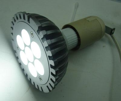 светодиодная лампа в действии