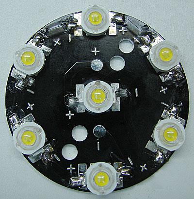 плата с установленными светодиодами